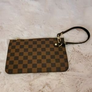 NWOT Checkered Wristlet✨